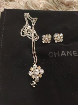 Preloved Chanel necklace and earring