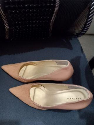 Sepatu heels heatwave