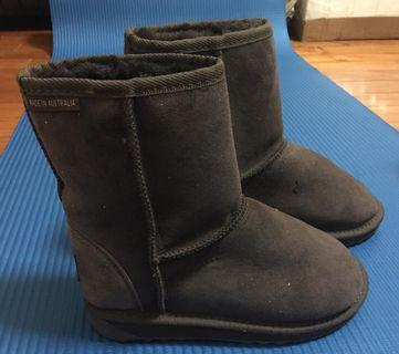 🚚 UGG Australia Dark Brown Classic Short Boots