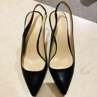 🚚 Nine West Black Leather Heels with strap behind 6M size