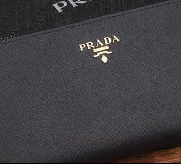 🚚 🎁Prada Long Wallet