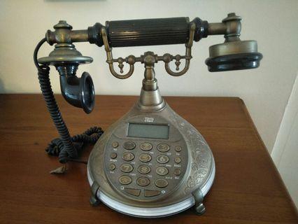 🚚 Vintage Telephone
