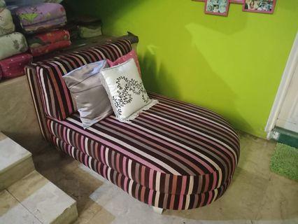 Sofa santai selonjor