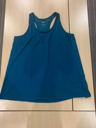 🚚 Pre loved Uniqlo tank top