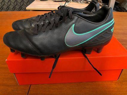 Women's Nike Tiempo Mystic football boots