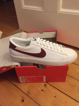 NEW - Nike Tennis Classic Size 11