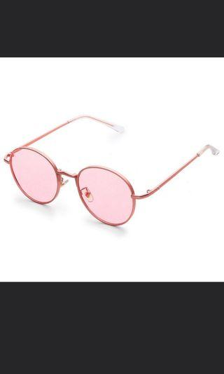 🚚 Pink tinted glasses