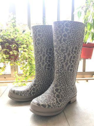 🚚 👢 卡駱馳Crocs rain boots 中筒雨靴 - 九成九新