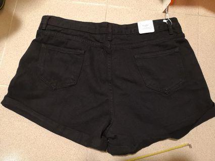 包平郵 黑色短褲. 合36至40腰 送腰帶 A字 顯瘦 瘦腰瘦patpat 未開鈕門