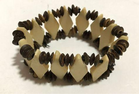 Wooden bead bracelet stretchable