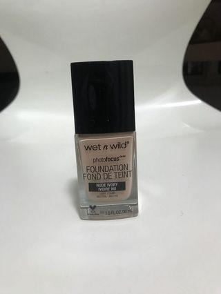 🚚 Wet n Wild Photofocus Foundation in Nude Ivory