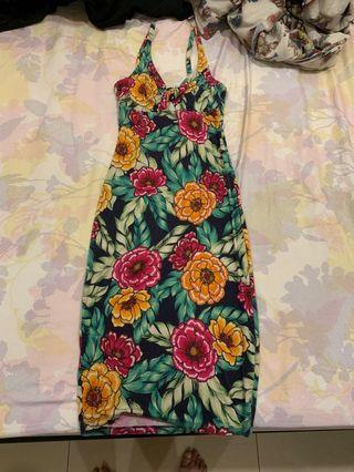 Bodycon floral midi dress with cutout