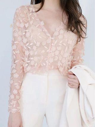 🚚 超仙立體花朵短款蕾絲上衣