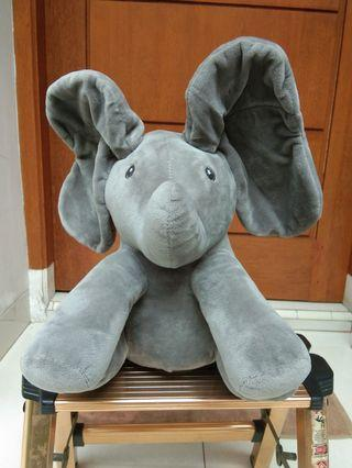 Peek-a-boo elephant/gajah