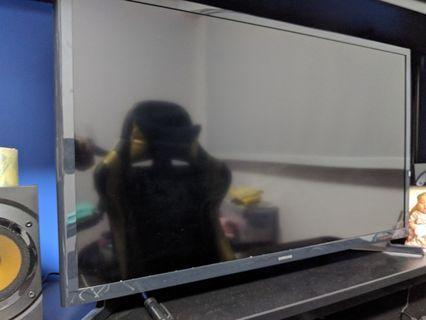 """Samsung 32"""" HD Flat Smart TV J4303 Series 4"""