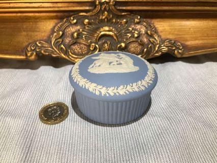 英國 Wedgwood Jasperware 浮雕陶瓷圓形擺設小盒