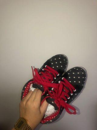 🚚 Playboy&Disney 米妮運動鞋 24.0