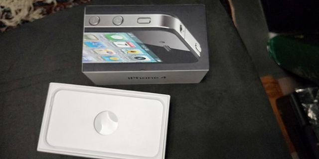 🚚 IPhone 4 (box only)