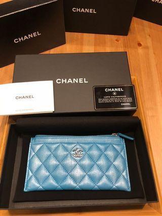 「限量全新」Chanel超美混色Logo扁式拉鍊長夾