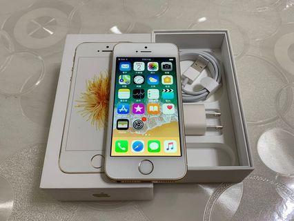 🚚 IPhone SE 金色 64g  4吋(IOS:11.4.1) 非原盒、配件無耳機, 外觀漂亮九成五新、無傷僅少許細微使用痕跡、無重摔無泡水, 所有功能正常順暢。電池剛換新。 電池健康度🔋100%
