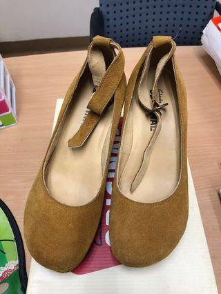 Clark shoes amber gold