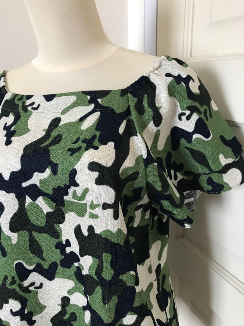 Army Offshoulder / Short Sleeves Top