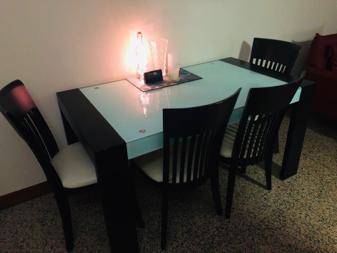 Dining table set made in solid wood for sale!!