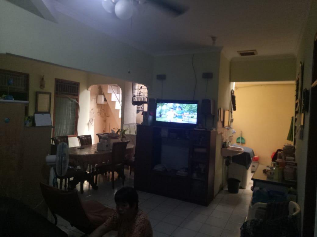 dua rumah digabung jadi satu (perumahan bumi mutiara)