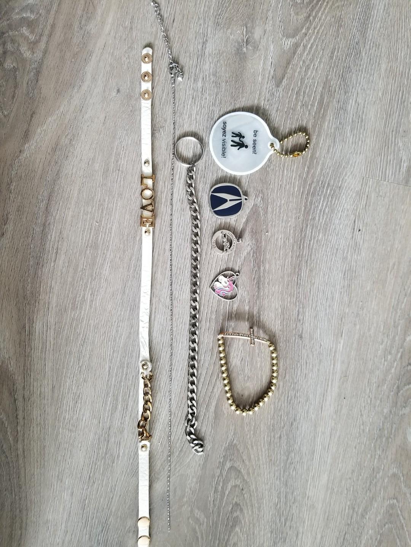 Jewlery/keychains