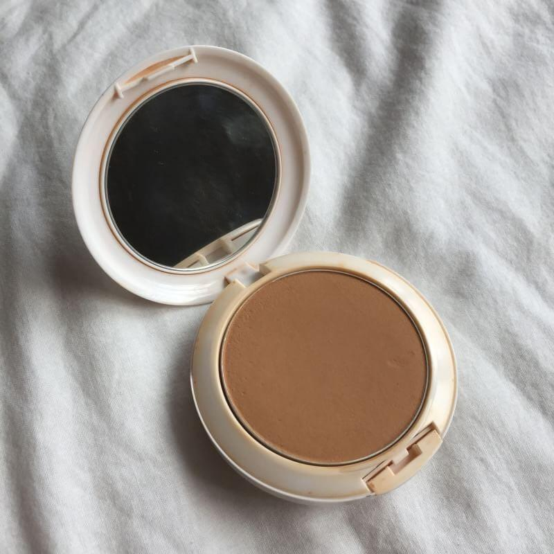 MAC Lightful Marine Bright Formula Bedak Foundation Compact