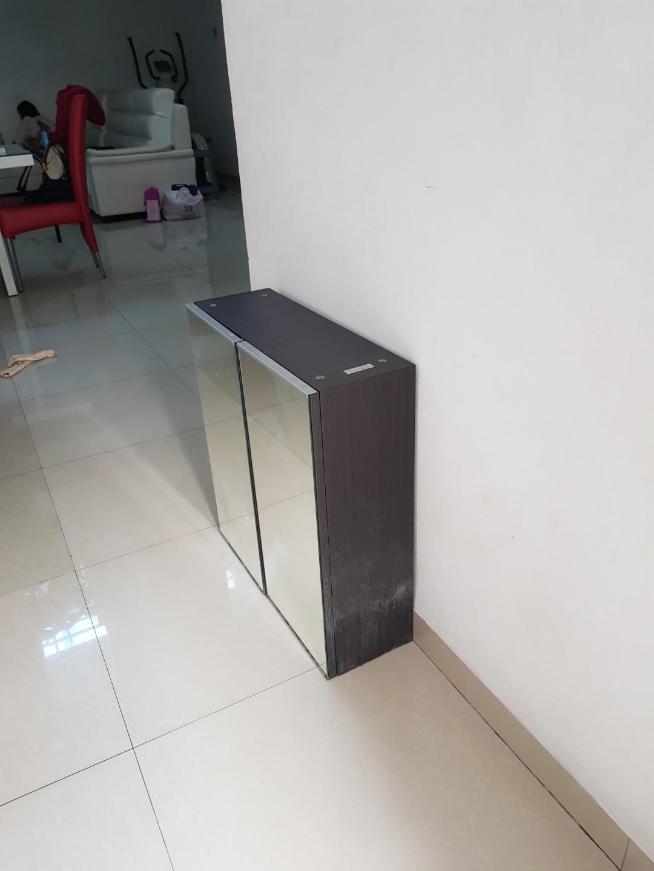 Mirror cabinet untuk kamar mandi
