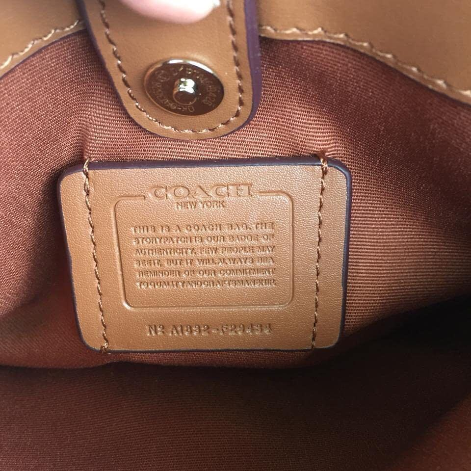 New Coach sage Signature Brown Auth with serial number & full set yaaa