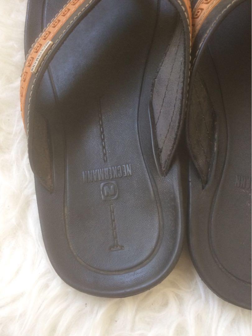 Sandal neckerman