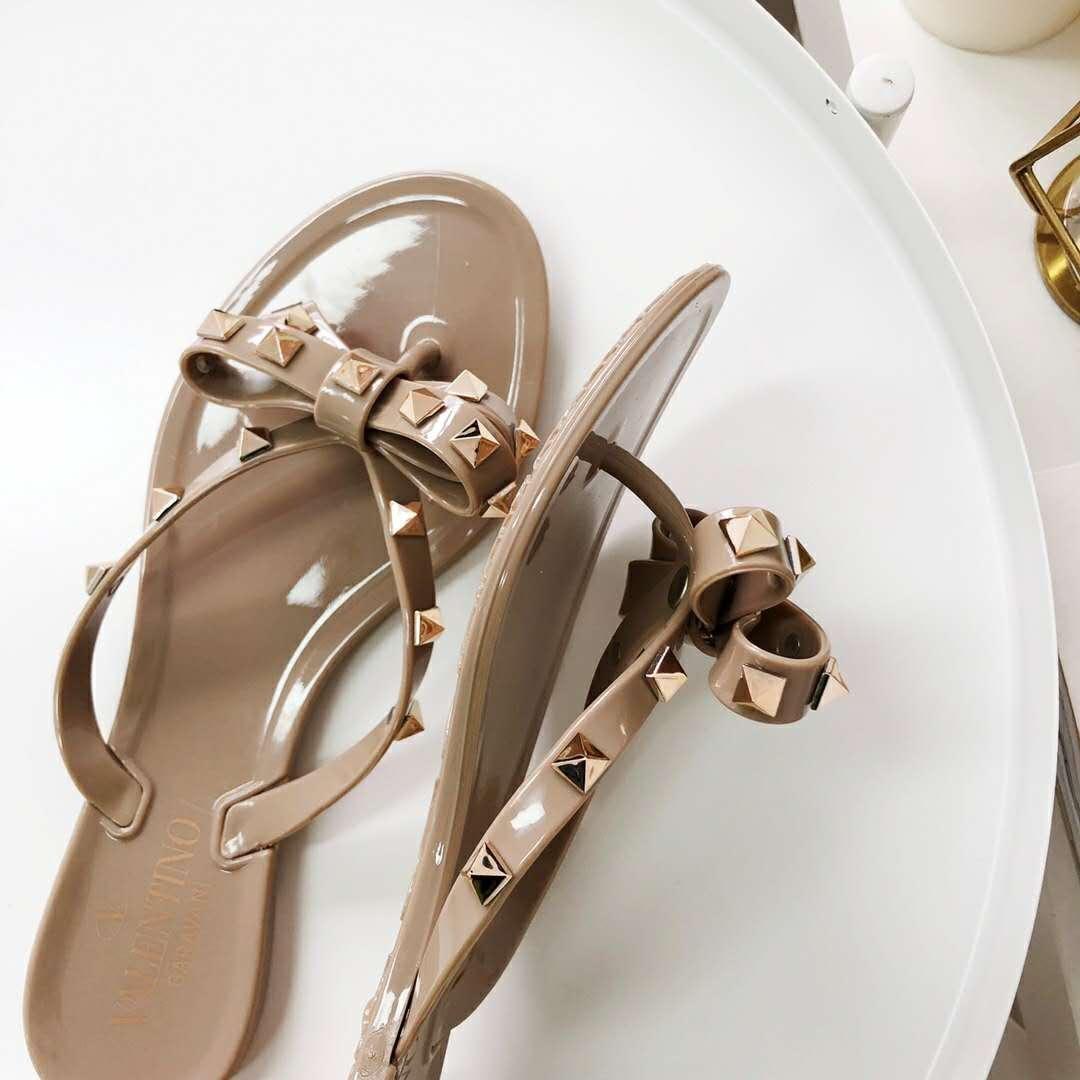 Sandal Valentino 551940, SUPERMIRROR, 36-40  H  @350rb  Berat 600g  (Quality Lebih Bagus Dari Sebelumnya, Box jg lebih bagus)  insole : 35-22.5cm 36-23cm 37-23.5cm 38=24cm 39=24.5cm 40=25cm
