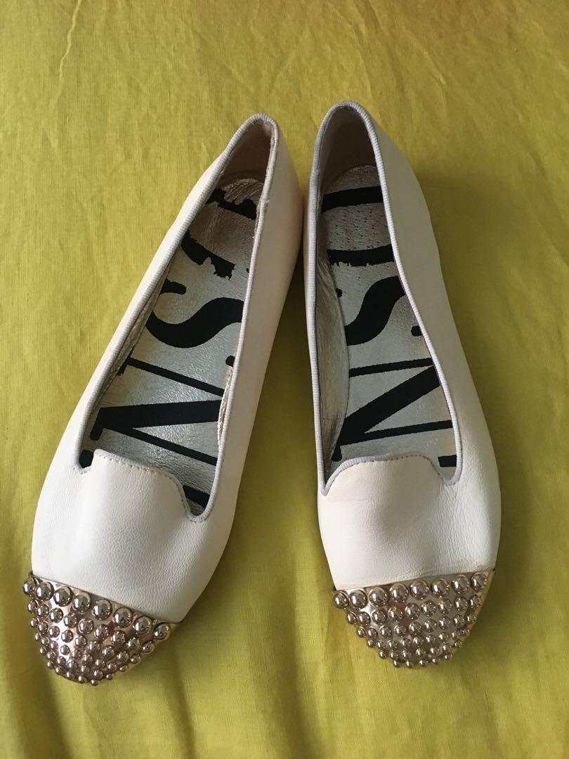 Senso Erin cream flats with gold toe cap stud detail