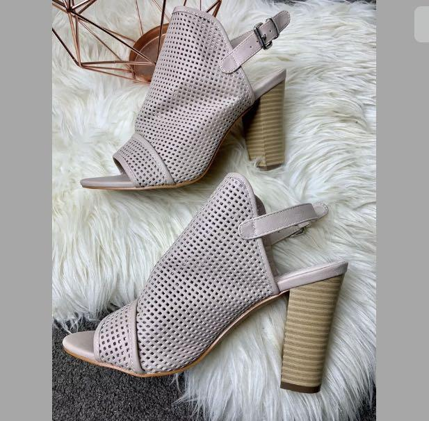 Vybe sz 38.5/US8 baby pink pastel beige vegan leather ankle heels shoes casual