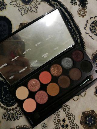 [free postage] Sleek i-Divine Eyeshadow Palette in Oh So Special