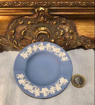英國 Wedgwood Jasperware 浮雕陶瓷迷你小碟