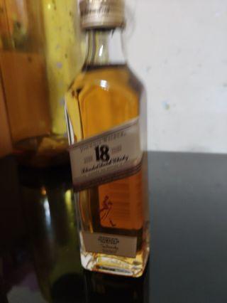 罕有,johnnie walker 18年威士忌玻璃瓶酒辦50ml一支。