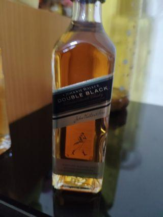 罕有,johnnie walker double black 威士忌玻璃瓶酒辦50ml一支。