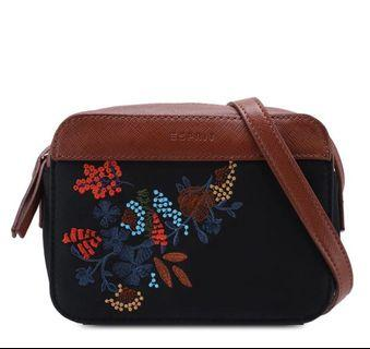 🚚 Esprit Embroidery Crossbag