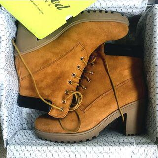 *NEW* Kö Fashion Suede Like boots Heels Size 37