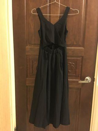 🚚 黑色傘狀寬肩帶洋裝