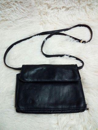 Wilsons leather sling bag..