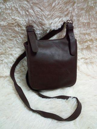 Stjohnsbay leather sling bag