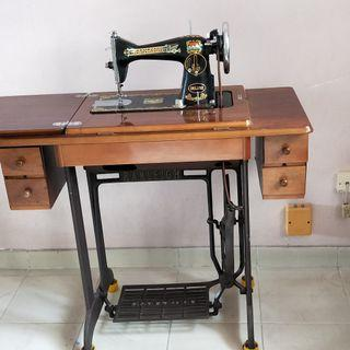 Sewing Machine with Leg Pedal