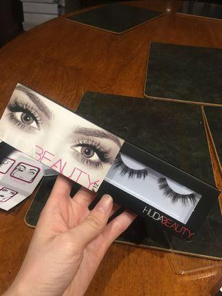 fake huda beauty lashes #12 farah
