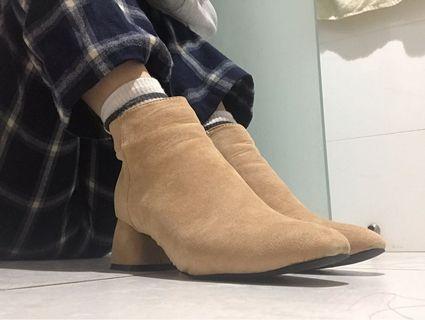 🚚 杏色低跟靴(內絨毛)