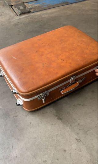 古董真皮行李箱