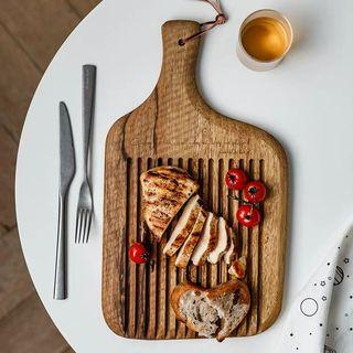 Natural wood grooved dry chopping board